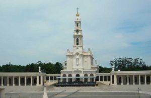 Visitare-il-Santuario-di-Fatima-in-Portogallo-1