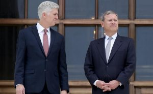 Gorsuch_and_Roberts_810_500_75_s_c1